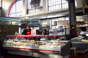 Mercato Vilnius, latte e formaggi