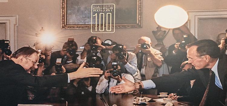 Lo storico incontro tra il presidente della Lituania e il presidente degli USA, avvenuto alla Casa Bianca nel 1990